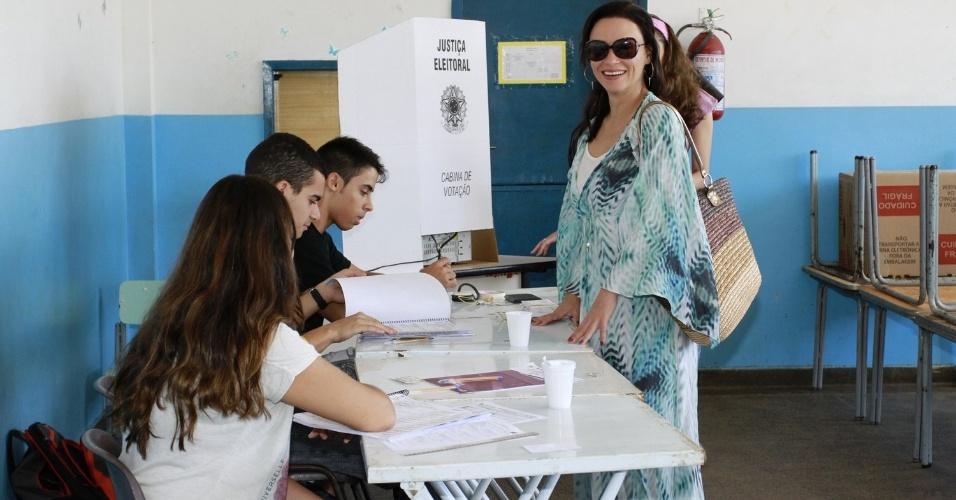 Atriz Suzana Pires vota no Rio de Janeiro
