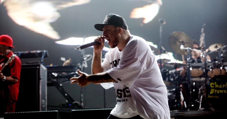 Chorão, vocalista do Charlie Brown Jr, se apresenta com a banda, na Arena Anhembi, em São Paulo (7/10/12)