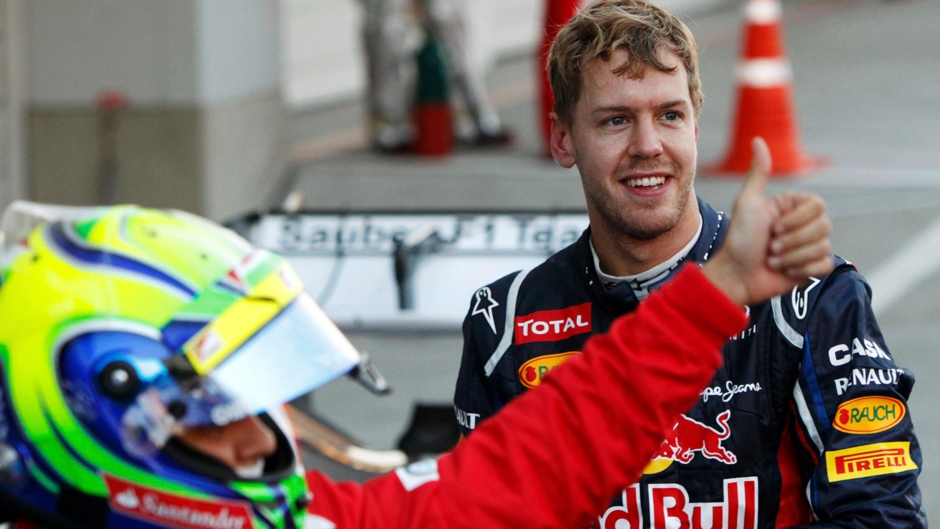 Observado por Sebastian Vettel, Felipe Massa comemora o segundo lugar no GP do Japão