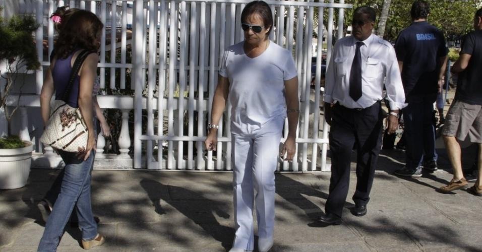 Roberto Carlos votando para Prefeito e Vereadores do Rio de Janeiro