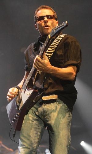 Tony Belloto faz show que comemora 30 anos do Titãs. (6/10/2012)