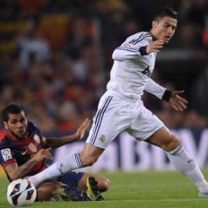 Daniel Alves marca Cristiano Ronaldo em clássico espanhol
