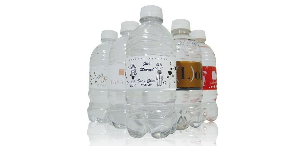 Impressão de rótulo para garrafinha de água de 250 ml; da Cadô Presentes (www.cadopresentes.com.br), a partir de R$ 2,50 (a unidade). Disponibilidade e preço sujeitos a alterações. Pesquisa realizada em outubro de 2012
