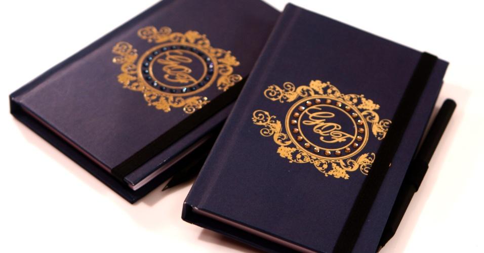Caderninho personalizado para anotações; da Dom Bosco Festas (www.domboscofestas.com.br), a partir de R$16,50 (a unidade). Disponibilidade e preço sujeitos a alterações. Pesquisa realizada em outubro de 2012