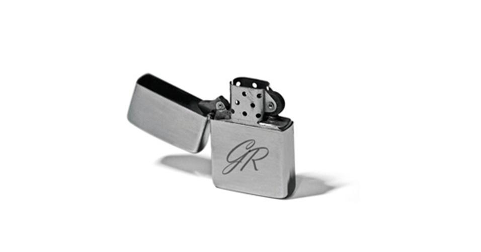 Impressão a laser para personalizar isqueiro; na Cadô Presentes (www.cadopresentes.com.br), a partir de R$ 30 (para dez unidades). Disponibilidade e preço sujeitos a alterações. Pesquisa realizada em outubro de 2012