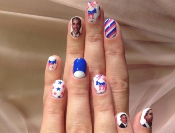 9.out.12 - A cantora Katy Perry também pintou as unhas em homenagem ao democrata Barack Obama, e postou a foto em seu perfil nas redes sociais, em apoio à campanha pela reeleição do presidente dos Estados Unidos