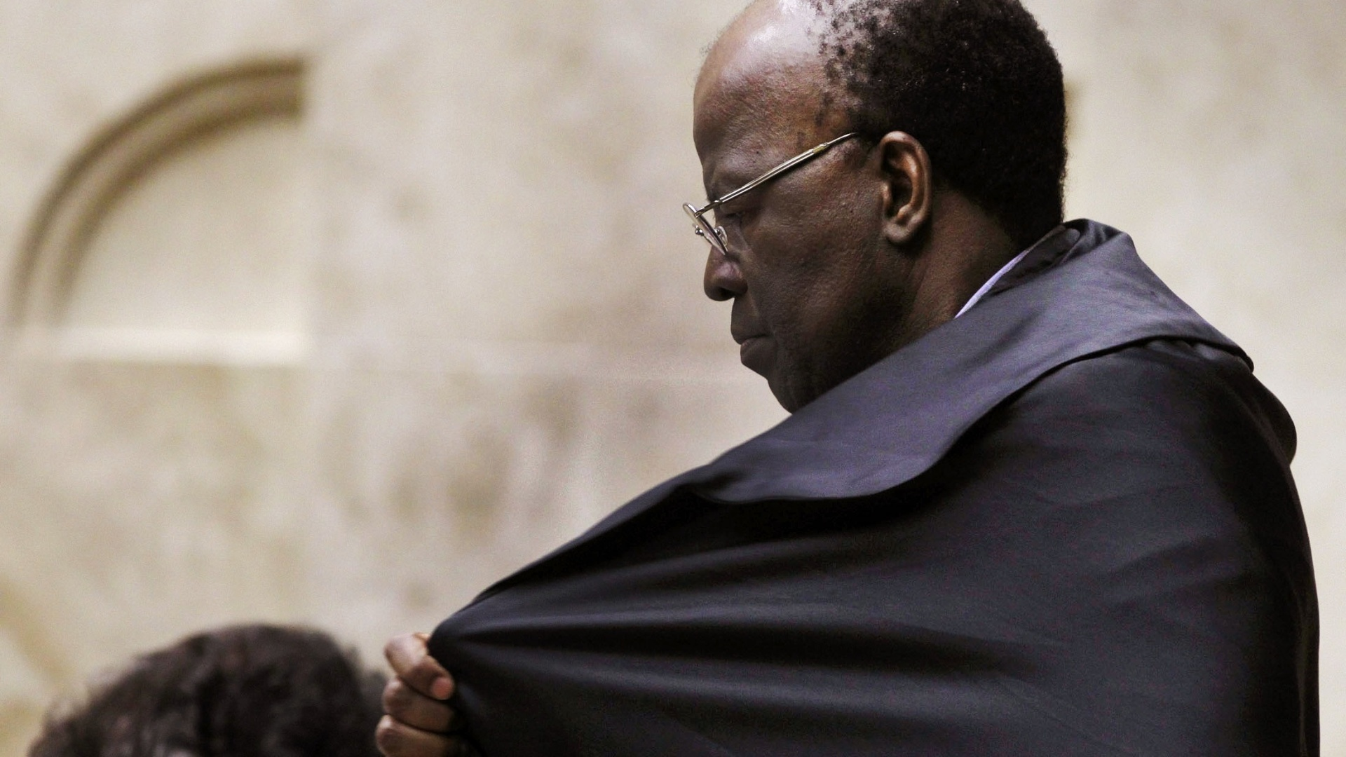 9.out.2012 - Ministro Joaquim Barbosa acompanha votos de ministros Dias Toffoli e Marco Aurlio Mello no captulo referente  participao no esquema de corrupo ativa no processo do mensalo
