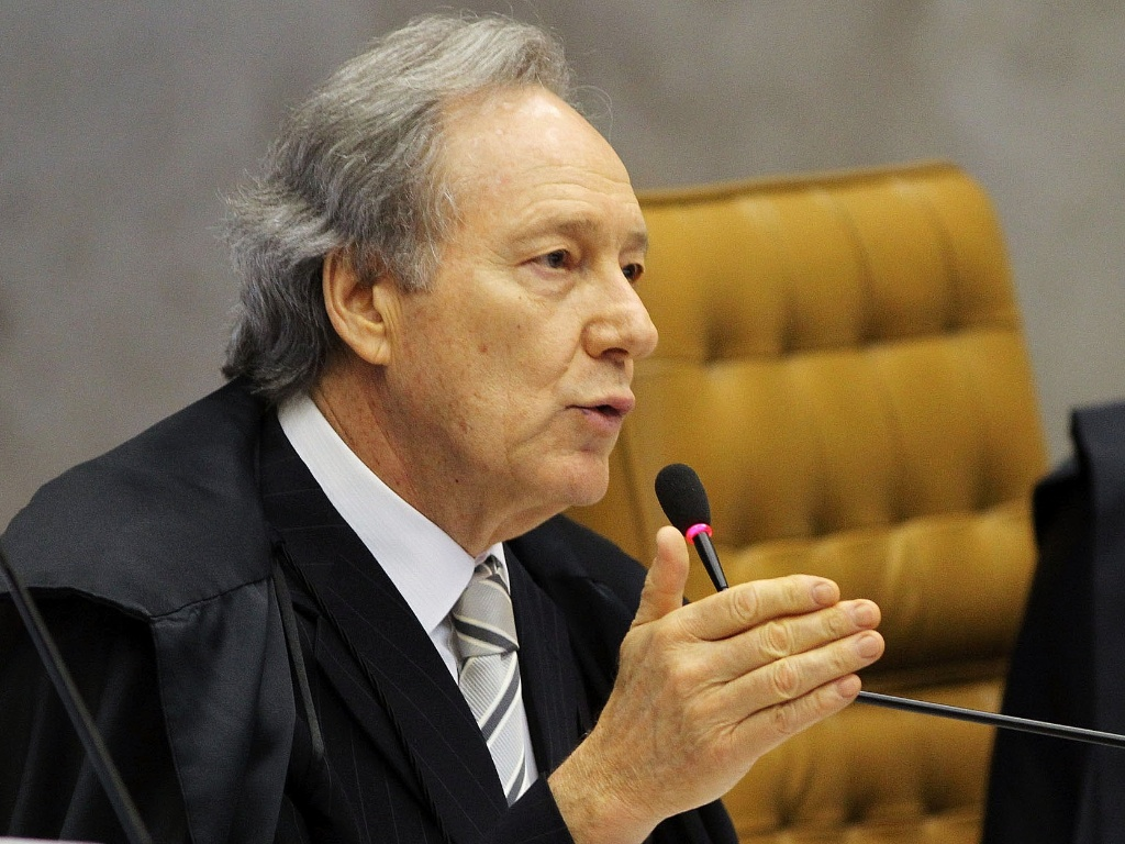9.out.2012 - Ministro Ricardo Lewandowski no plenrio do Supremo Tribunal Federal (STF) durante julgamento do mensalo