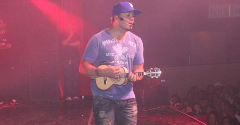 Belo se apresenta em casa noturna de São Gonçalo, no Rio de Janeiro (8/10/12)