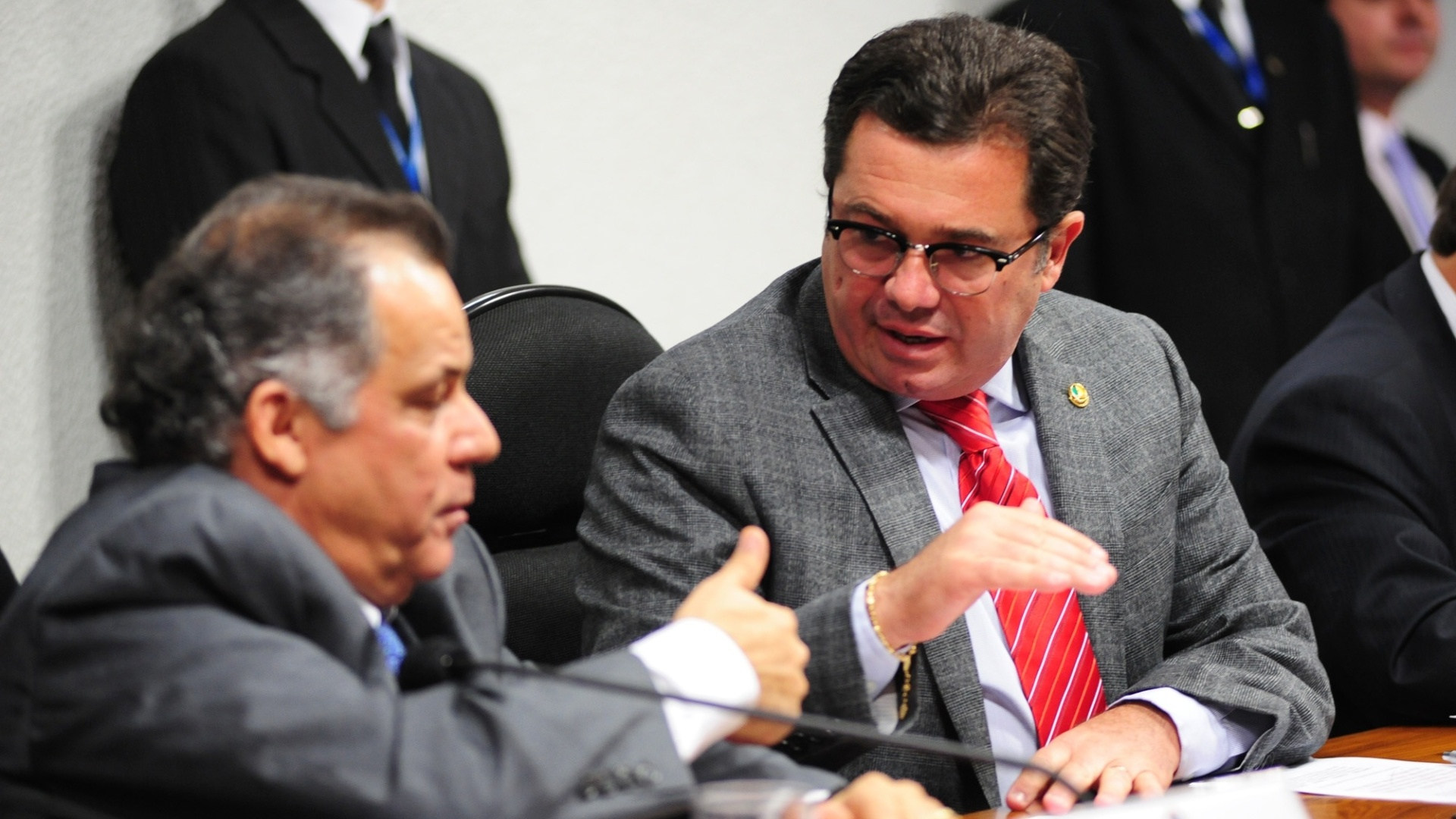 9.out.2012 - Senador Vital do Rgo (PMDB-PB) questiona o deputado federalDep. Carlos Alberto Leria (PSDB-GO) sobre seu envolvimento com o esquema do contraventor Carlinhos Cachoeira. Segundo a Polcia Federal, Leria e Cachoeira conversaram por telefone pelo menos 72 vezes entre maro e julho de 2011. O nome do deputado  citado em outros 26 telefonemas entre o bixeiro e supostos membros da sua organizao 