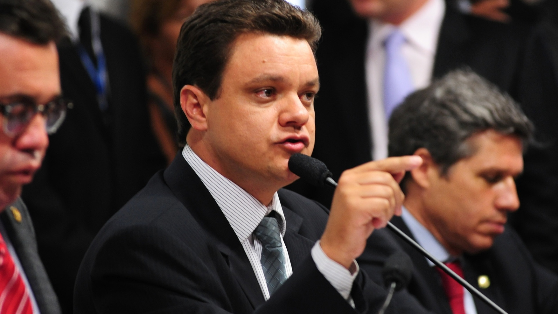 9.out.2012 - Relator da CPI, deputado federal Odair Cunha (PT-MG) fala em sesso de depoimento do deputado federal Carlos Alberto Leria (PSDB-GO) sobre seu suposto envolvimento com o esquema de Carlinhos Cachoeira 