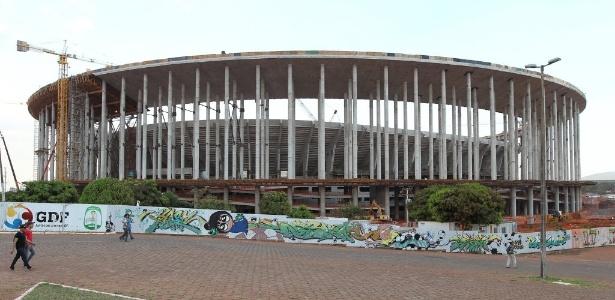 O Estádio Nacional, em Brasília, para 71 mil pessoas; custo de mais de R$ 1 bi e 100% de dinheiro público