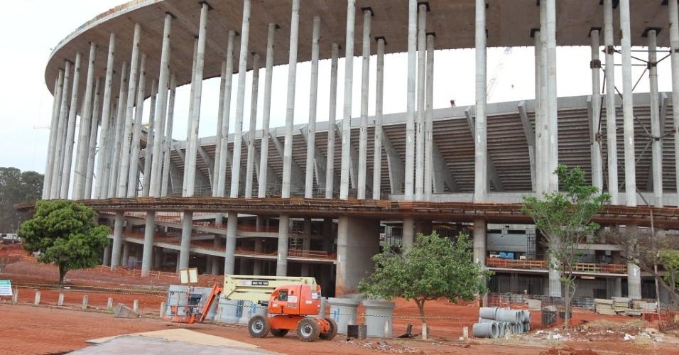 Obras na parte externa do estádio Mané Garrincha, sede da Copa das Confederações de 2013 e da Copa do Mundo de 2014