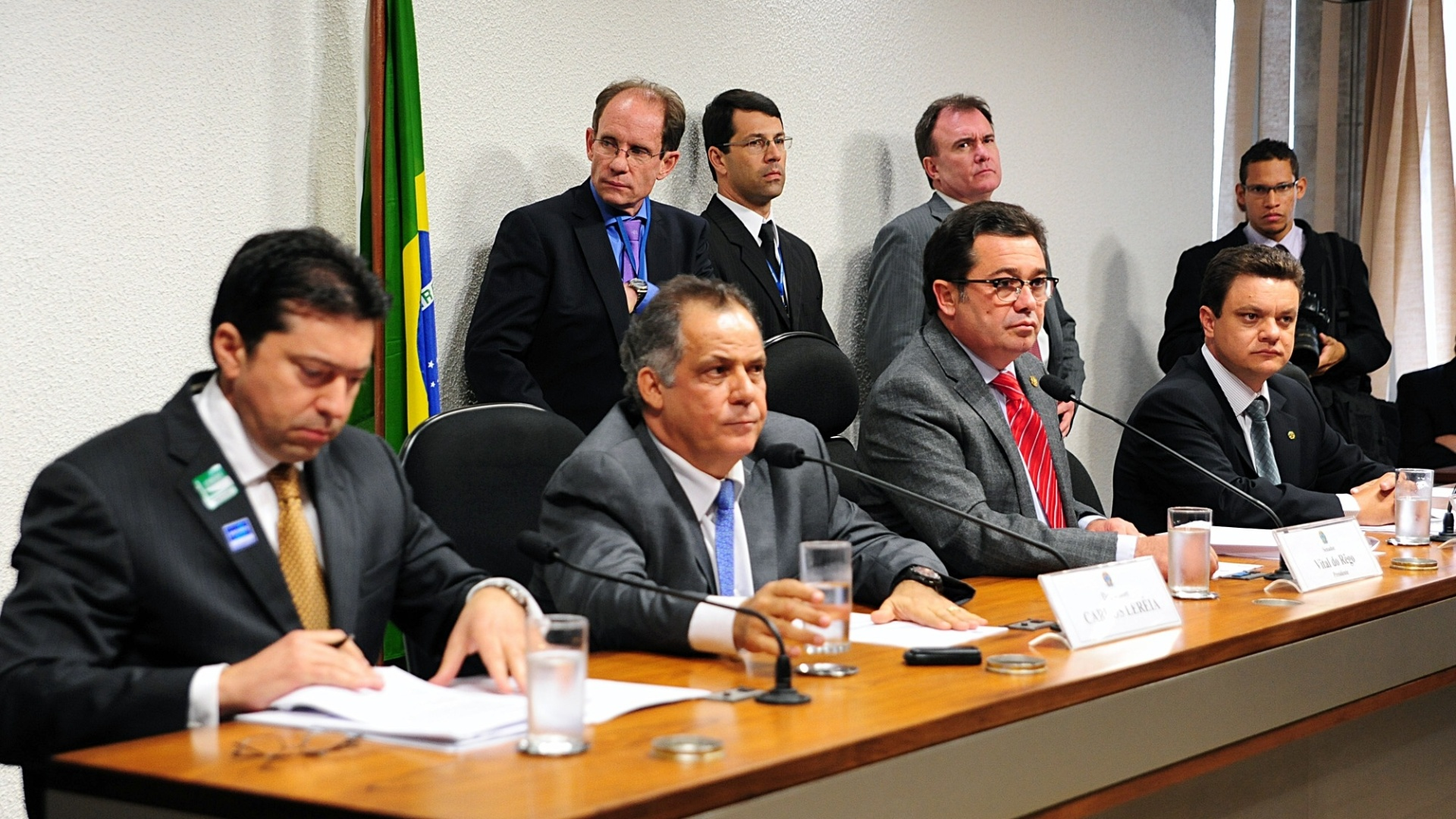 9.out.2012 - CPI interroga o deputado federal Carlos Alberto Leria (PSDB-GO) sobre seu envolvimento com o esquema criminoso de Carlinhos Cachoeira. De acordo com investigaes da Polcia Federal, o parlamentar teria recebido dinheiro da organizao do bixeiro. Alm disso, teria alertado o contraventor sobre uma operao policial e usado o carto dele para fazer compras
