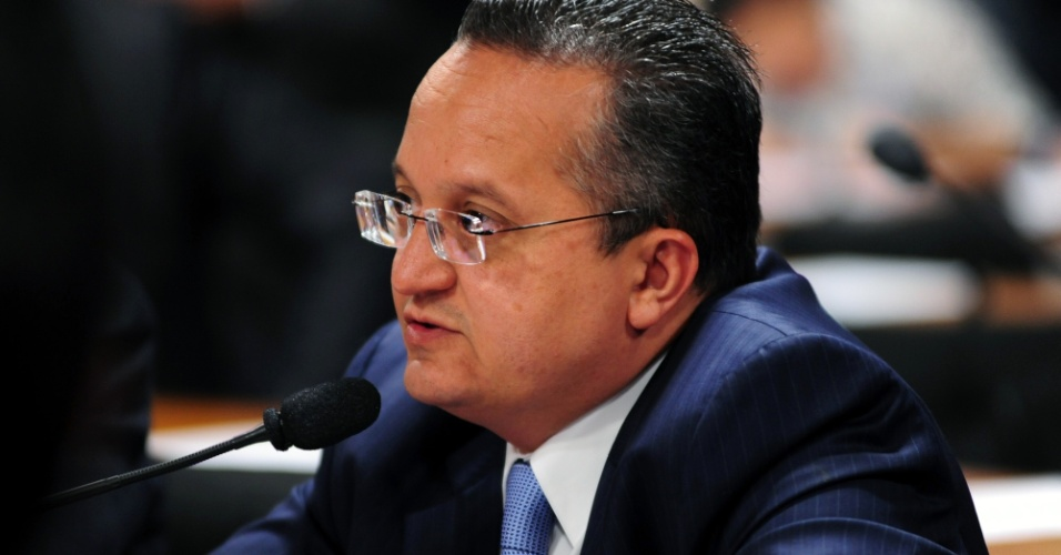 9.out.2012 - Senador Pedro Taques (PDT-MT) questiona o deputado federal Carlos Alberto Leréia (PSDB-GO) sobre seu suposto envolvimento com o esquema de Carlinhos Cachoeira