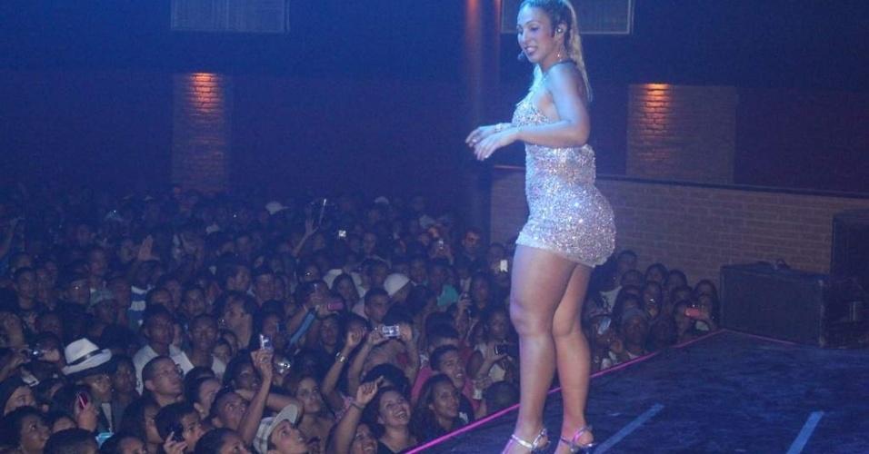 Valesca Popozuda abre show do Belo em São Gonçalo, no Rio de Janeiro (8/10/12)