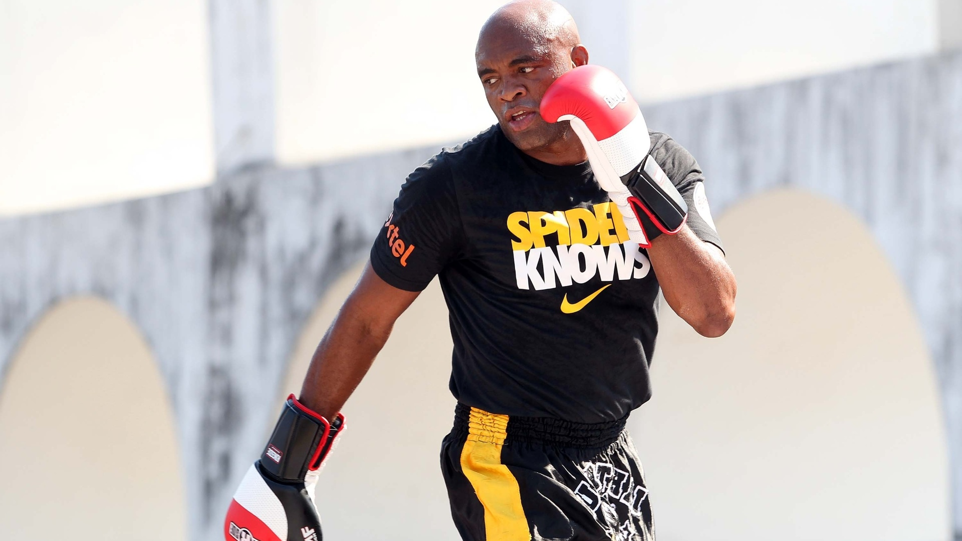 Anderson Silva faz treino aberto nos Arcos da Lapa antes de enfrentar Stephan Bonnar no UFC Rio 3 (10/10/2012)