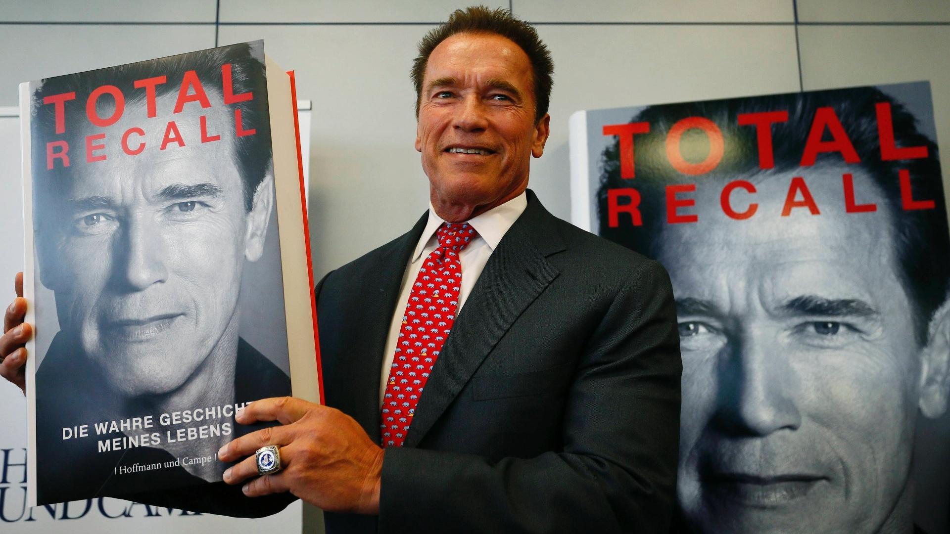 Arnold Schwarzenegger apresenta sua bigrafia,