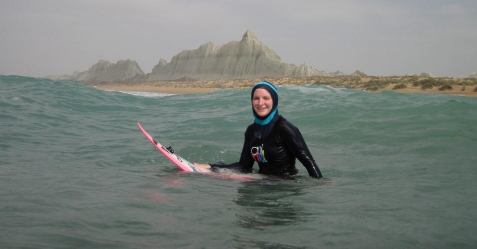 Irlandesa Easkey Britton tornou-se a primeira mulher a surfar em praias do Irã