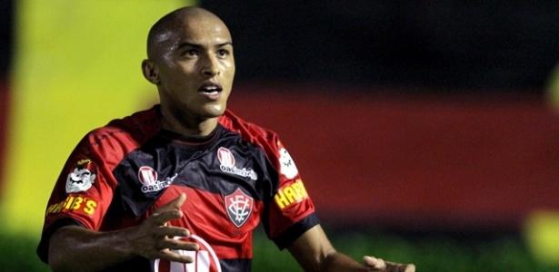 Nino Paraíba, lateral direito do Vitória, durante partida contra o Salgueiro, pela Série B (04/11/2011)
