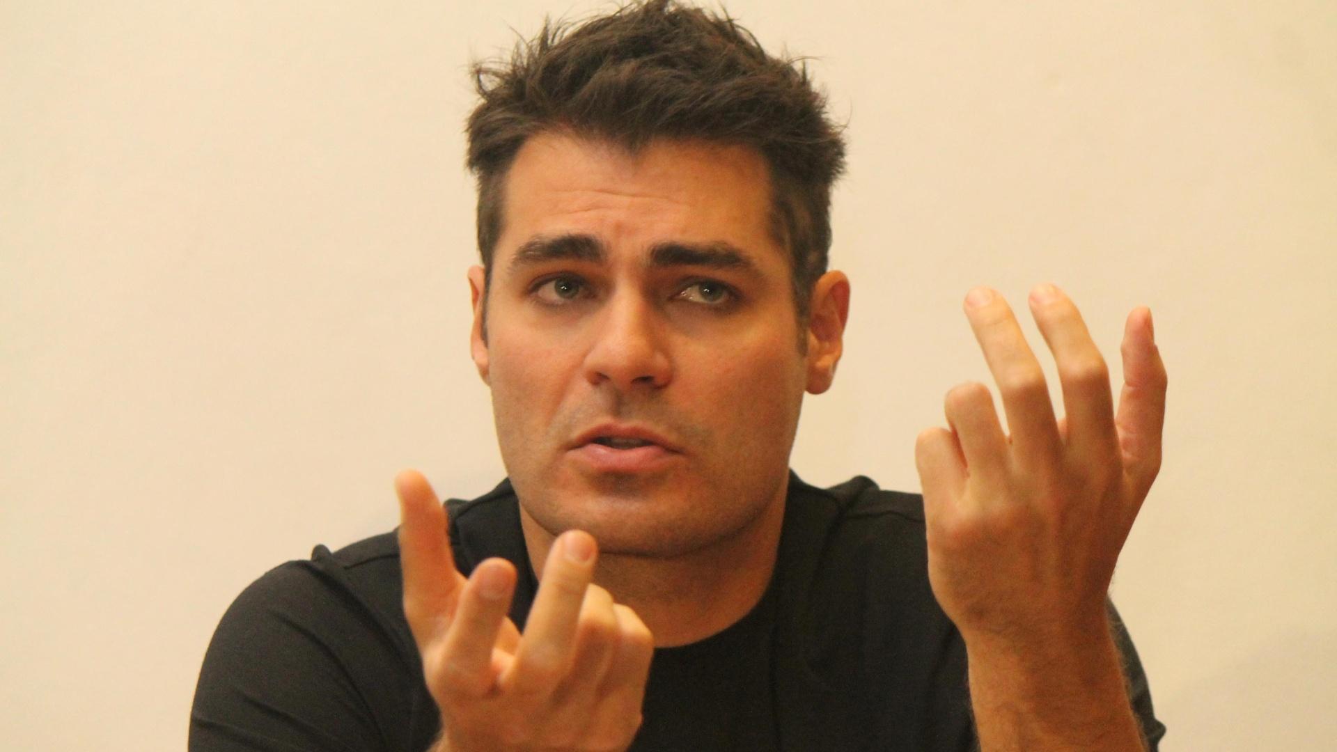 O ator Thiago Lacerda durante coletiva no Teatro Tuca nesta quarta-feira (10/10/12), quando conversou sobre a montagem de