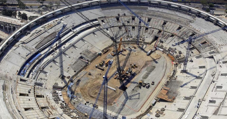 Vista aérea das obras para a reforma do estádio do Maracanã, sede carioca da Copa do Mundo de 2014