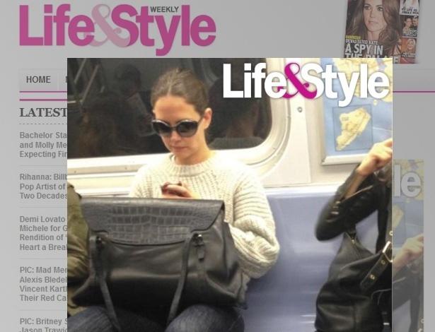 A atriz Katie Holmes foi flagrada andando de metrô em Nova york
