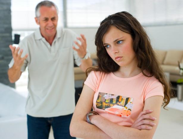 Bater de frente pode ser uma forma de o adolescente chamar atenção para suas necessidades