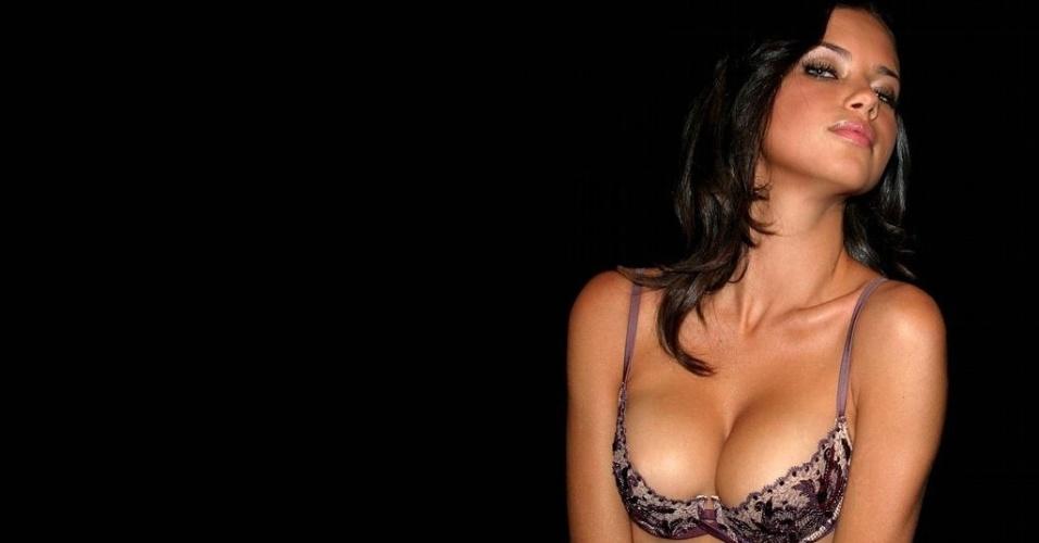 Modelo Adriana Lima foi casada com o jogador de basquete Marko Jaric e eles têm dois filhos: Valentia e Sienna