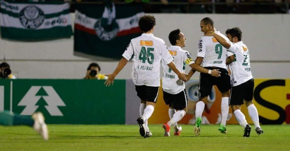 Jogadores do Coritiba comemoram vitória contra o Palmeiras