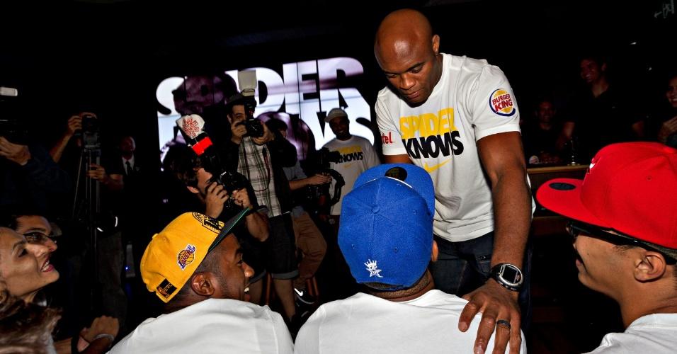 Anderson conversa com fãs após evento de seu patrocinador no Rio de Janeiro