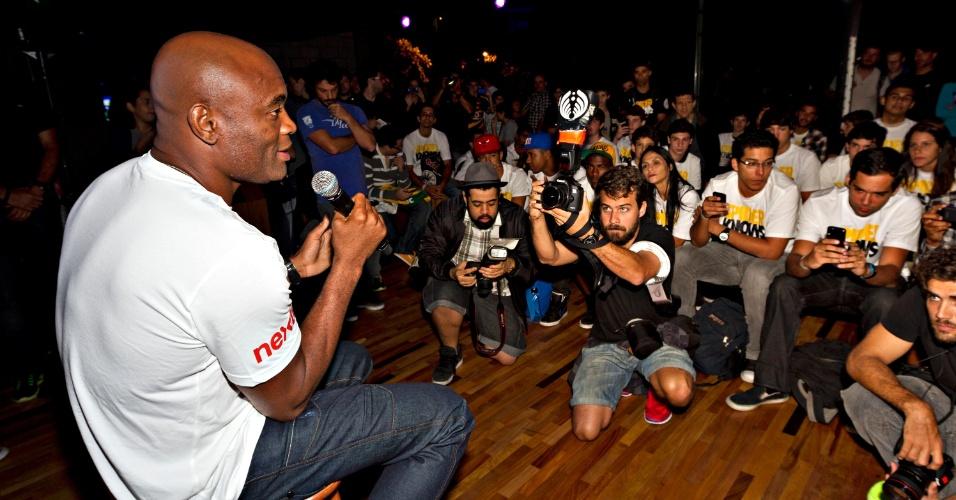 Anderson responde perguntas de fãs e interage durante evento realizado em loja do Rio de Janeiro