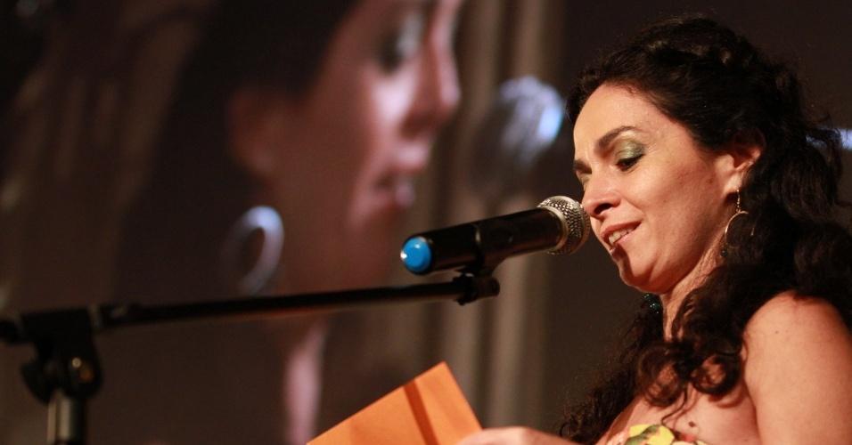 Claudia Ohana anuncia premiado do Festival do Rio (11/10/12)