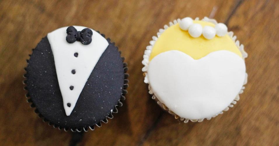 Cupcake de noiva e noiva decorado com pasta americana; por R$ 4,50 (a unidade), na Planet Cake (www.planetcake.com.br). Preço pesquisado em outubro de 2012 na feira Expo Noivas & Festas (SP) e sujeito a alterações (11/10/2012)