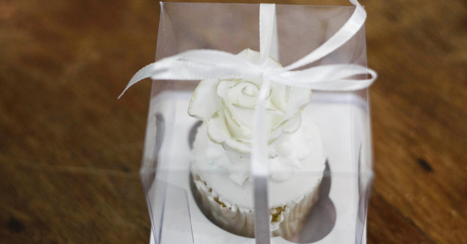 Cupcake embalado para lembrancinha; por R$ 6,00 (a unidade), na Planet Cake (www.planetcake.com.br). Preço pesquisado em outubro de 2012 na feira Expo Noivas & Festas (SP) e sujeito a alterações (11/10/2012)