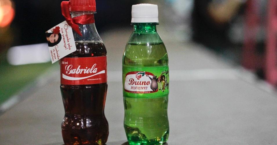 Garrafinhas de refrigerante personalizadas; da Oito a Oitenta (www.8a80.com.br), por R$ 3,70 (unidade). Disponibilidade e preço pesquisados em julho de 2013 e sujeito a alterações