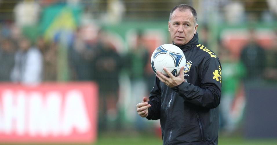 Mano Menezes comando treino da seleção brasileira na Polônia