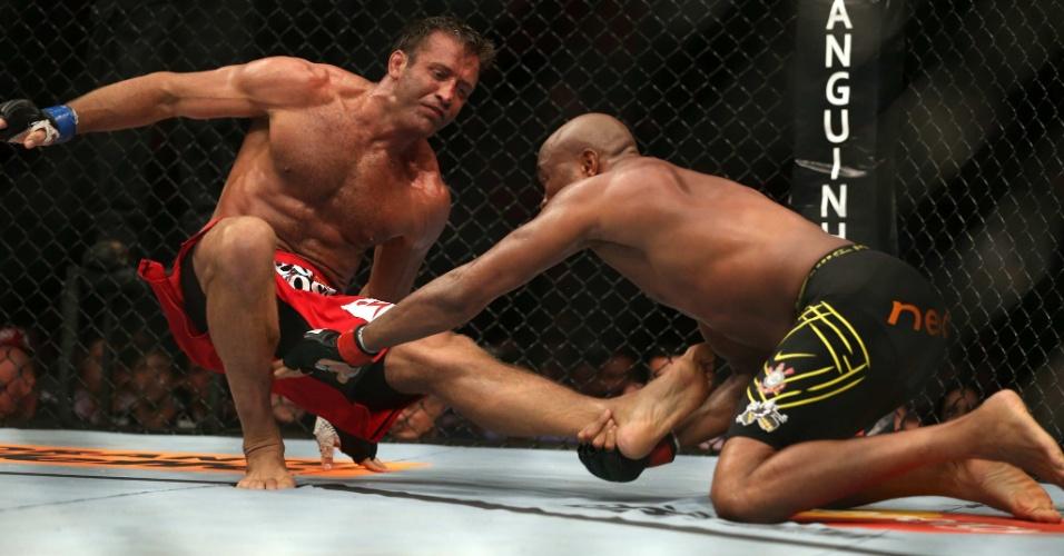 Anderson Silva leva a luta para o chão contra Stephan Bonnar, no UFC Rio 3