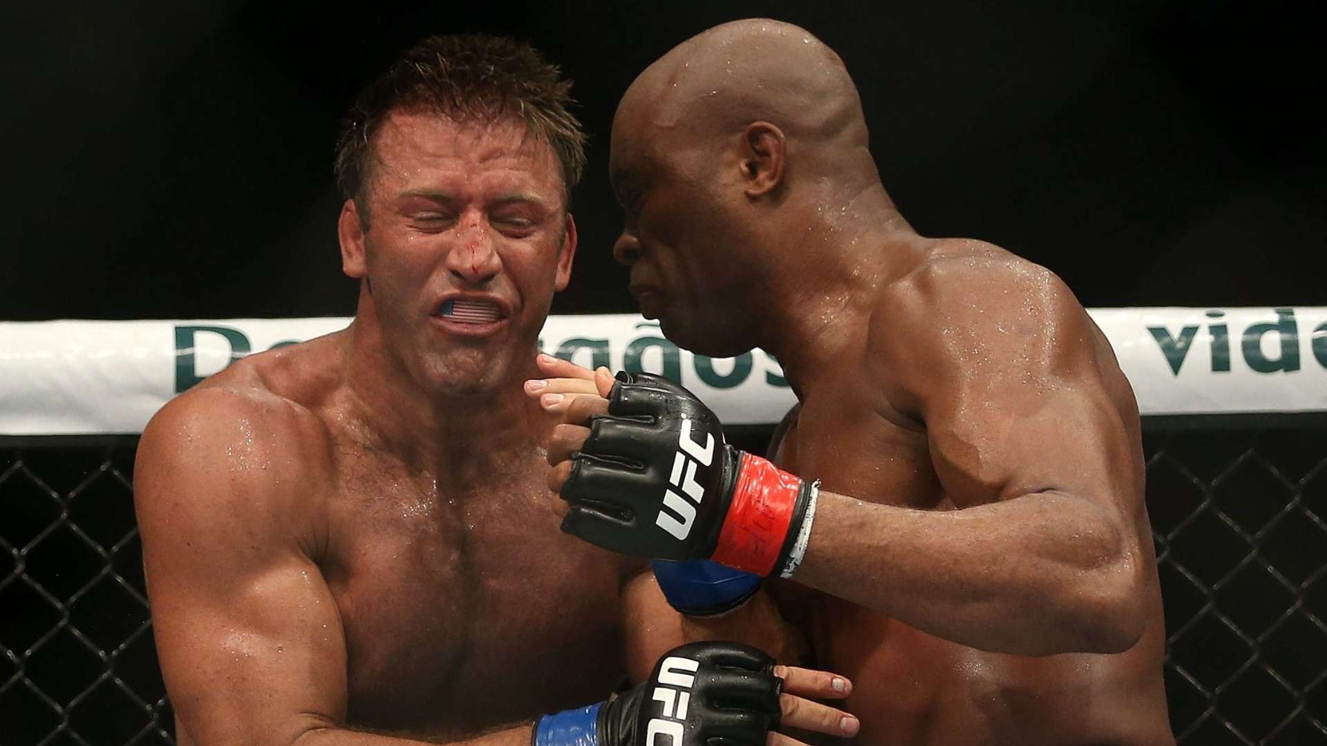 Anderson Silva tenta joelhada em Stephan Bonnar no UFC Rio 3