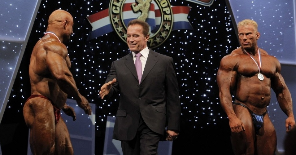 Arnold Schwarzenegger parabeniza atletas vencedores da 2ª edição do