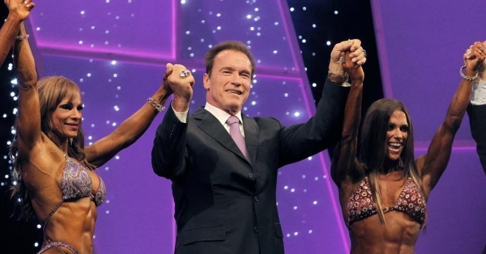 Arnold Schwarzenegger premiou atletas de fisiculturismo na 2ª edição do