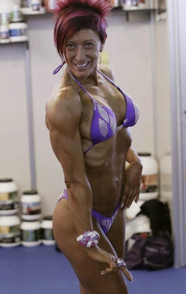 """Competidora exibe corpo esculpido durante a 2ª edição do """"Arnold Classic"""", em Madri"""