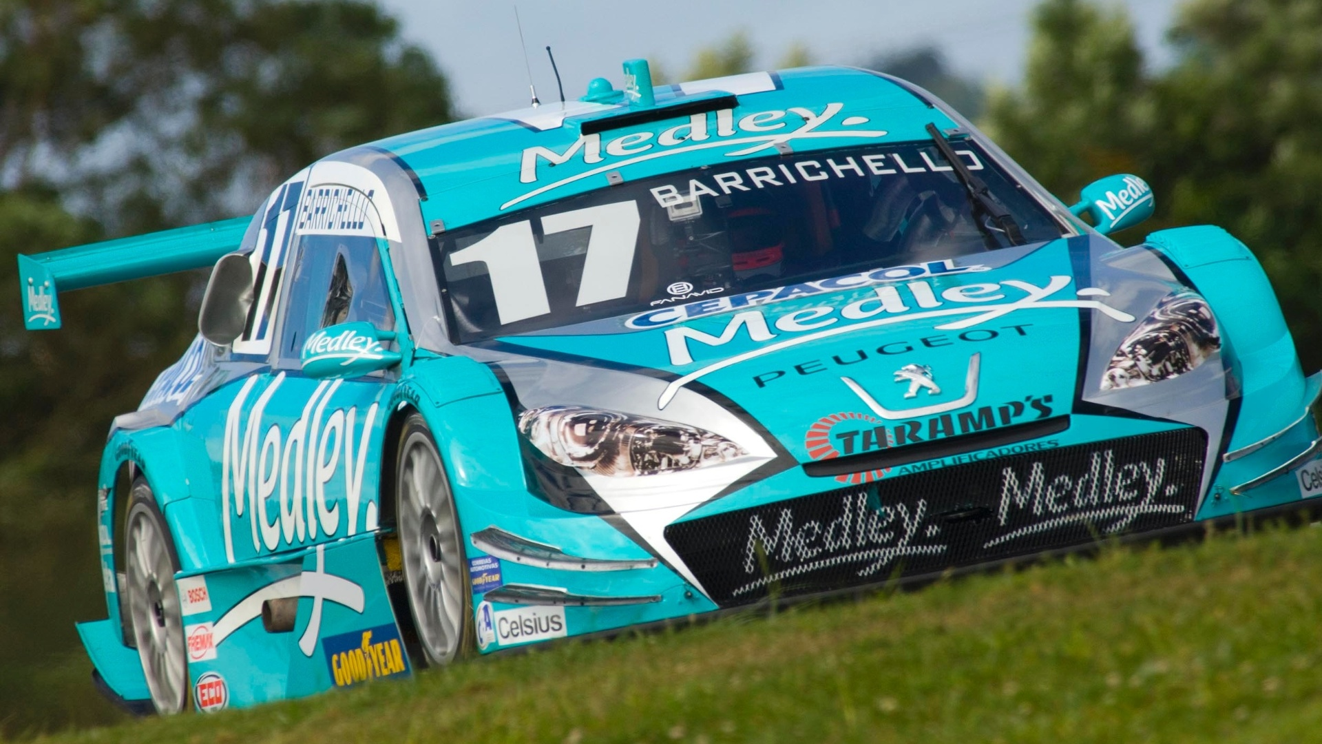 Rubens Barrichello testa carro da Stock Car no autdromo de Curitiba
