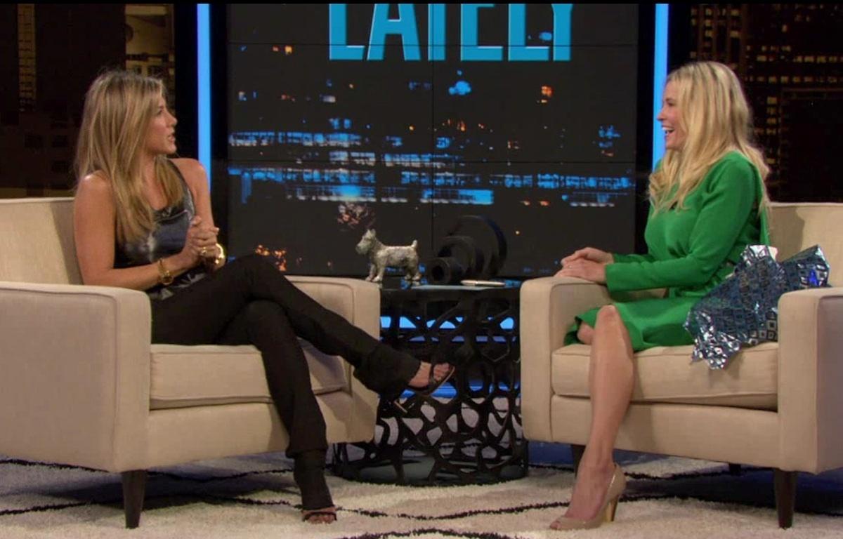 Jennifer Aniston é entrevistada por Chelsea Handler no programa