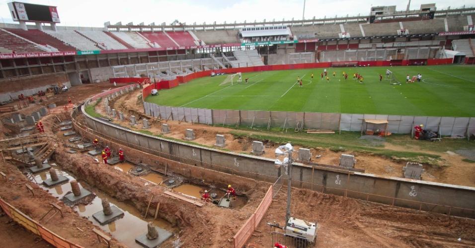 Obras no Beira-Rio continuam durante treino do Internacional (16/10/2012)