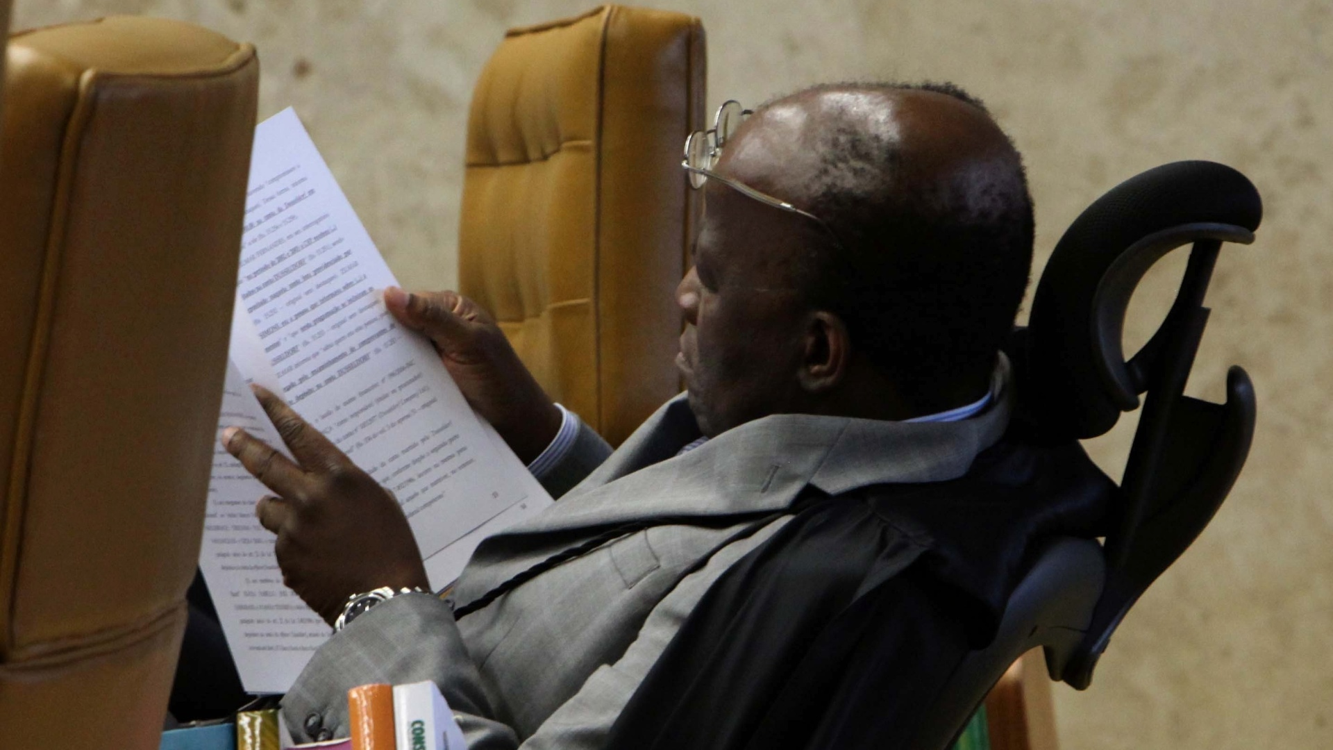 17.out.2012 - Ministro Joaquim Barbosa acompanha sesso de julgamento do mensalo