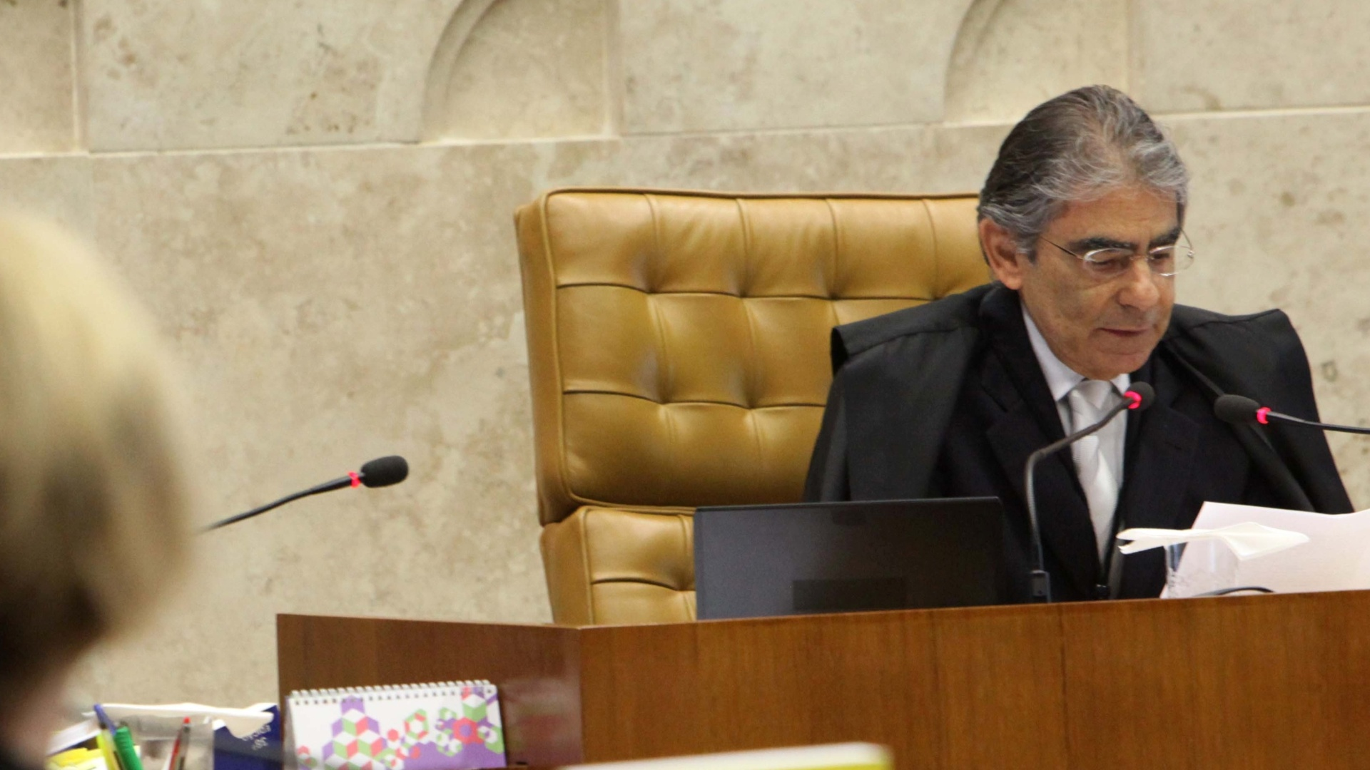 17.out.2012 - O ministro Ayres Britto discursa em sesso do julgamento do mensalo em Braslia