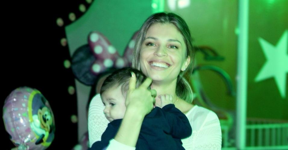 das filhas de Giovanna Antonelli em um salão de festas na zona oeste