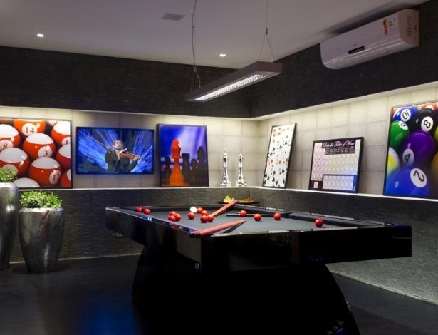 decoracao banheiro homem : decoracao banheiro homem:Adriana Noya projetou uma adega integrada a uma sala de jogos, para um