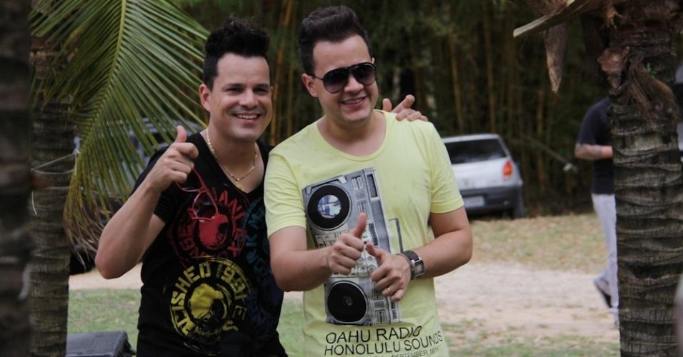 """João Neto e Frederico participaram da gravação do clipe """"Balada Louca"""", de Munhoz e Mariano, que aconteceu em Sorocaba, no interior de São Paulo. A música está no segundo DVD lançado pela dupla sertaneja, responsável pelo hit """"Camaro Amarelo"""" (16/10/12)"""